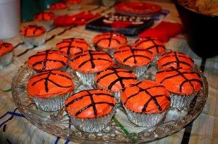 Photo by Rachel Ingersol, http://gamedaygrub.wordpress.com/2012/03/18/basketball-cupcakes/.